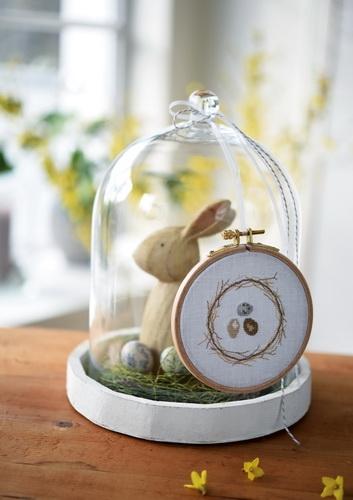 Stickrahmen -Eier im Nest-