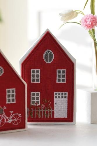 Pappmache-Haus, groß mit Hausanhänger