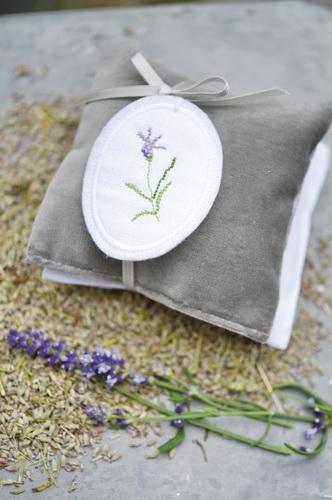 Duftkissen -Lavendel- mit Stickanhänger