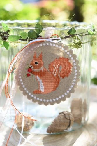 Stickdatei -Eichhörnchen- mit Umrandung