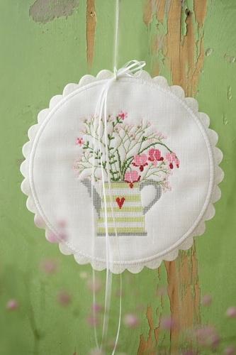 Stickbutton, groß -Teekanne mit Blumenstrauß-