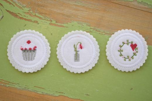 Stickdatei -Mini-Button mit Blütenmotiven-