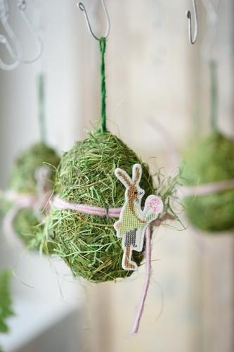Gras-Ei mit Stickanhänger -Hase-, rosa
