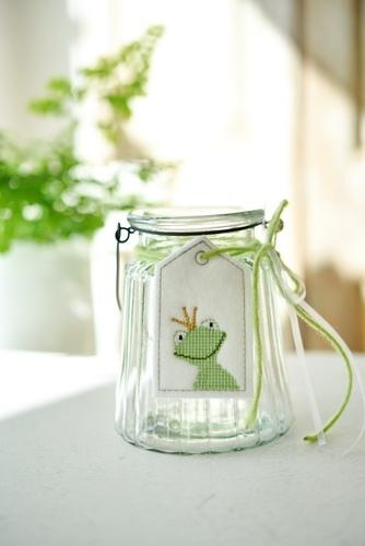 Glaswindlicht mit Stickanhänger -Frosch-