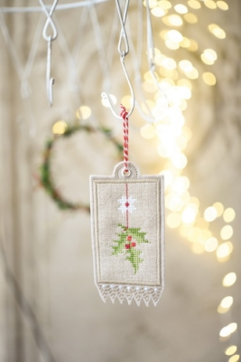 embroidery tag -holly leaves-