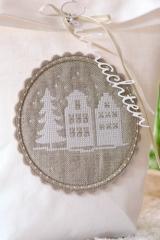 button -white houses-